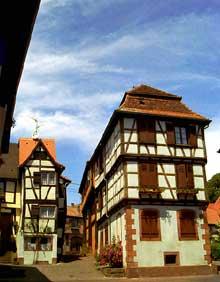 Bouxwiller: Rue des Seigneurs. (La maison alsacienne)