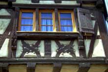 Bouxwiller: Rue du 22 novembre. Maison de 1629. (La maison alsacienne)