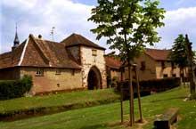 Dachstein: l'entrée fortifiée du village