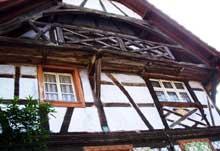 Dauendorf: pignon principal de ferme avec balcon d'influence Schini. (La maison alsacienne)