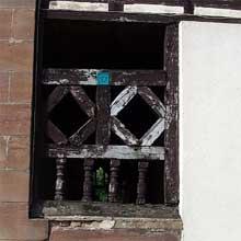 Dauendorf en pays de Hanau: décor surmontant une porte d'entrés d'une ferme. (La maison alsacienne)