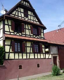 Dauendorf en pays de Hanau: belle ferme rénovée. (La maison alsacienne)