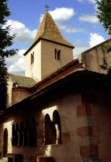 Epfig: la chapelle Sainte Marguerite. La galerie vue de l'extérieur