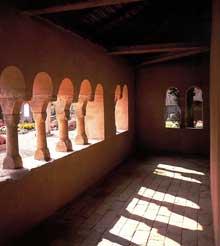 Epfig: la chapelle Sainte Marguerite. La galerie vue de l'intérieur