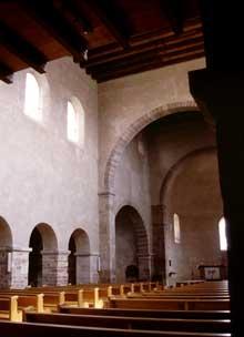 Eschau: la nef, la croisée et l'abside voûtée en cul de four