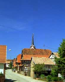 Froeschwiller: dans cette rue chargèrent les Cuirassiers... vainement. (La maison alsacienne)