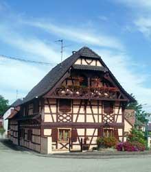 Gambsheim: maison de 1839 place de la mairie. (La maison alsacienne)
