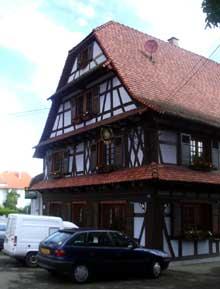 Gambsheim: maison place de la Mairie. (La maison alsacienne)