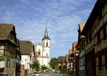 Geispolsheim: la rue Sainte Jeanne d'Arc. (La maison alsacienne)