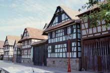 Geispolsheim: fermes paysannes de la rue Sainte Jeanne d'Arc. (La maison alsacienne)