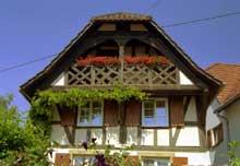 Gougenheim en Kochersberg: magnifique pignon de 1685. (La maison alsacienne)