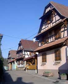 Gougenheim, rue de Mittelhausen. (La maison alsacienne)
