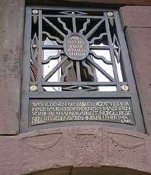 Hoerdt: pièce en fer forgé dominant le portail d'une ferme et portant le nom du propriétaire. (La maison alsacienne)