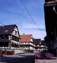 Hoffen: la rue Principale. (La maison alsacienne)