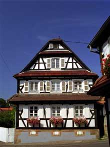 Hoffen: maison à colombage. (La maison alsacienne)