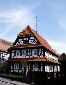 Ancienne ferme à double auvent sur pignon à Hunspach. (La maison alsacienne)