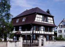 La Wantzenau: maison avec toit à la Mansart. (La maison alsacienne)