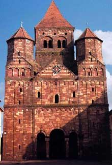 Marmoutier en Alsace: façade de l'abbatiale