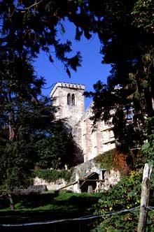 Mont Sainte Odile: la statue de la sainte dans le jardin du cloître.