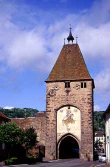 Mutzig: la Porte Basse et les remparts