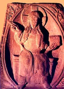 Mutzig: fragment de dalle romane représentant le Christ bénissant dans sa mandorle. XIIè. Strasbourg, musée de l'œuvre