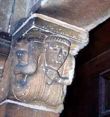 Neuwiller les Saverne: l'abbatiale Saints-Pierre-et-Paul: détail du portail du transept nord