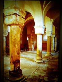 Neuwiller les Saverne: l'abbatiale Saints-Pierre-et-Paul: la chapelle romane inférieure