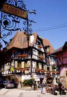 Obernai: place de l'Etoile. (La maison alsacienne)