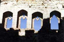 Le château d'Ortenbourg: fenêtres de la chapelle