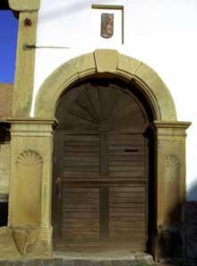 Pfulgriesheimen Kochersberg: magnifique porte de cour. (La maison alsacienne)