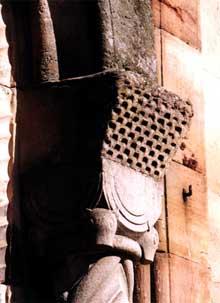 Rosheim: église saints Pierre et Paul: chapiteau de l'entrée latérale