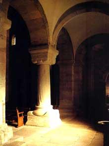 Rosheim: saints Pierre et Paul: colonne et chapiteau de la nef
