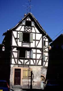 Sélestat: belle maison de 1736, rue Koeberlé. (La maison alsacienne)