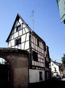 Sélestat: Vieille maison à colombages près de la Place du Marché aux Choux. (La maison alsacienne)