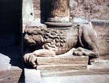 Sélestat, église sainte Foy. Lion du porche
