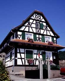 Une des plus anciennes maisons de Soufflenheim. (La maison alsacienne)