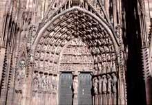 Strasbourg, cathédrale: contreforts, arcs-boutants et pinacles du flanc sud