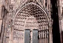 Strasbourg, cath�drale�: contreforts, arcs-boutants et pinacles du flanc sud