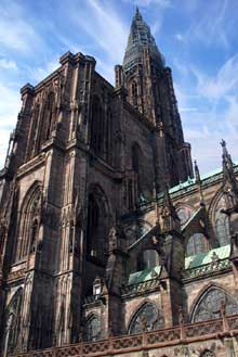 Strasbourg, cath�drale�: la face arri�re du massif occidental et le flanc sud de l��difice