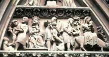 Strasbourg, cathédrale: Façade occidentale, portail nord: le tympan de l'enfance du Christ, registre médian: massacre des innocents et fuite en Egypte