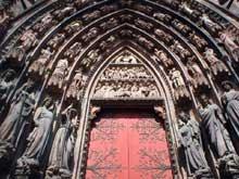 Strasbourg, cathédrale: Façade occidentale, portail sud: ébrasement droit: le tympan du jugement, les vierges sages et les vierges folles