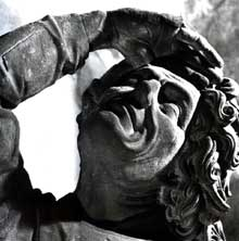 Strasbourg, cathédrale Notre Dame: octogone: personnage regardant la flèche (Musée de l'œuvre)