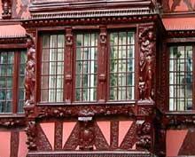 Strasbourg centre: oriel, rue du fossé des Tanneurs. (La maison alsacienne)