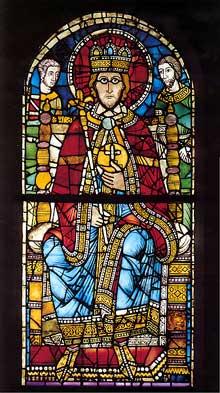 Strasbourg, un des plus beaux vitraux de la cathédrale: transféré dans le musée de l'œuvre Notre Dame, il représente sans doute Charlemagne et date de 1200. A sa gauche, Roland portant le glaive