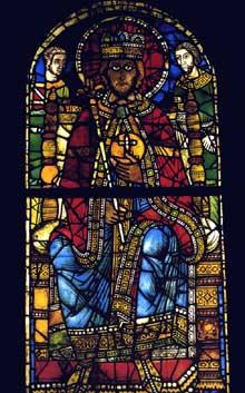 Strasbourg, un des plus beaux vitraux de la cath�drale�: transf�r� dans le mus�e de l��uvre Notre Dame, il repr�sente sans doute Charlemagne et date de 1200. A sa gauche, Roland portant le glaive