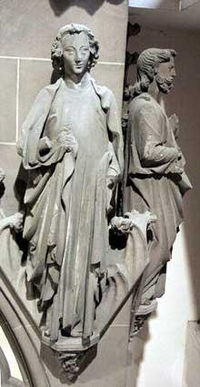 Strasbourg, cathédrale Notre Dame: saint Jean l'évangéliste placé sur le petit coté sud du jubé de la cathédrale. 3è quart du XIIIè. Atelier du jubé