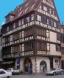 Strasbourg, place saint Etienne. (La maison alsacienne)