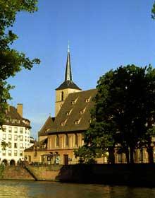 Strasbourg: l'église saint Nicolas, vue de la Petite France