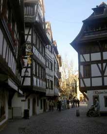 Strasbourg Petite France: rue des Dentelles. (La maison alsacienne)