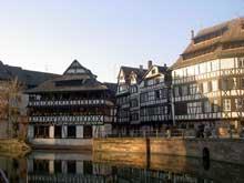 Strasbourg Petite France: Place Six. (La maison alsacienne)